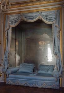 Chateau_Versailles_petit_appartement_Reine_cabinet_meridienne_sofa (1)